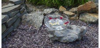 sklo vetkané do kamene