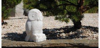 bílá mramorová sova z kamene